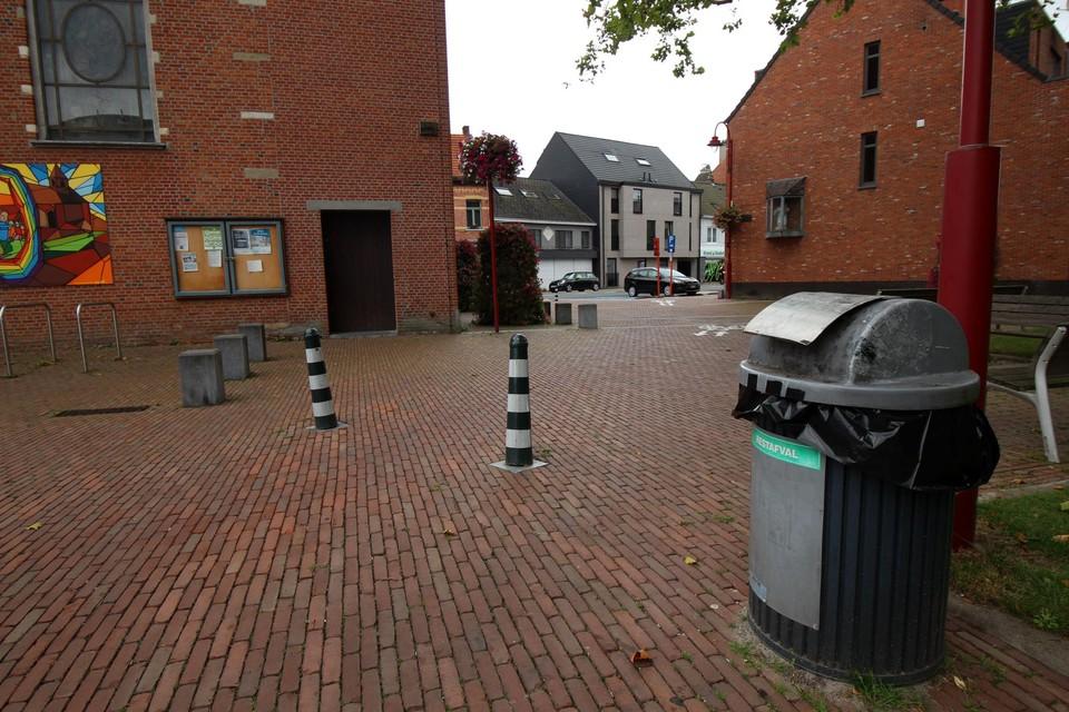 De locaties van de vuilnisbakken in Lint wordt herbekeken.