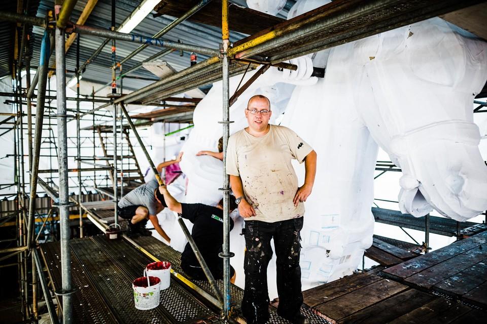 Steven Van Looveren ontwerpt al sinds hij 16 jaar was bloemenwagens, en is ook op professioneel vlak burgerlijk ingenieur - architect.
