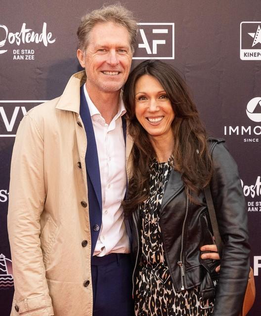 Gezondheidscoach Sandra Bekkari met partner Peter Craeymeersch, directeur van Toerisme Oostende en bezieler van het plaatselijke filmfestival.