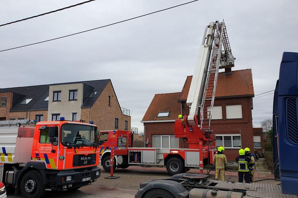 De brandweer voorkwam dat het vuur zich kon uitbreiden.