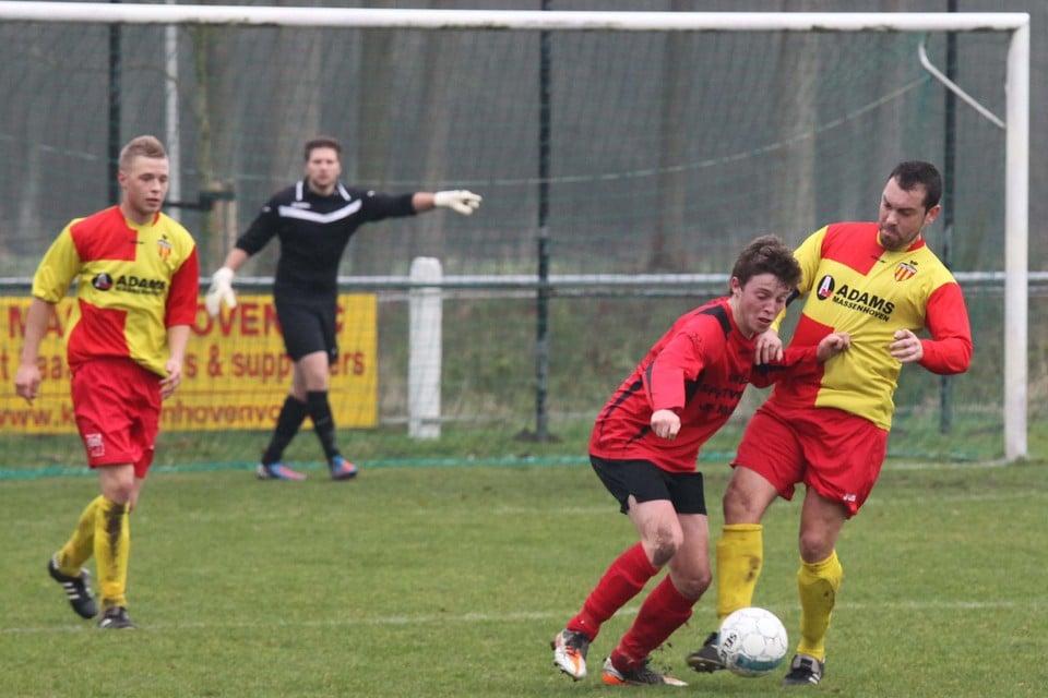 Voetbal Massenhoven VC in vervlogen tijden. Er is een akkoord over het gebruik van het vrijgekomen voetbalveld nu de club gestopt is.