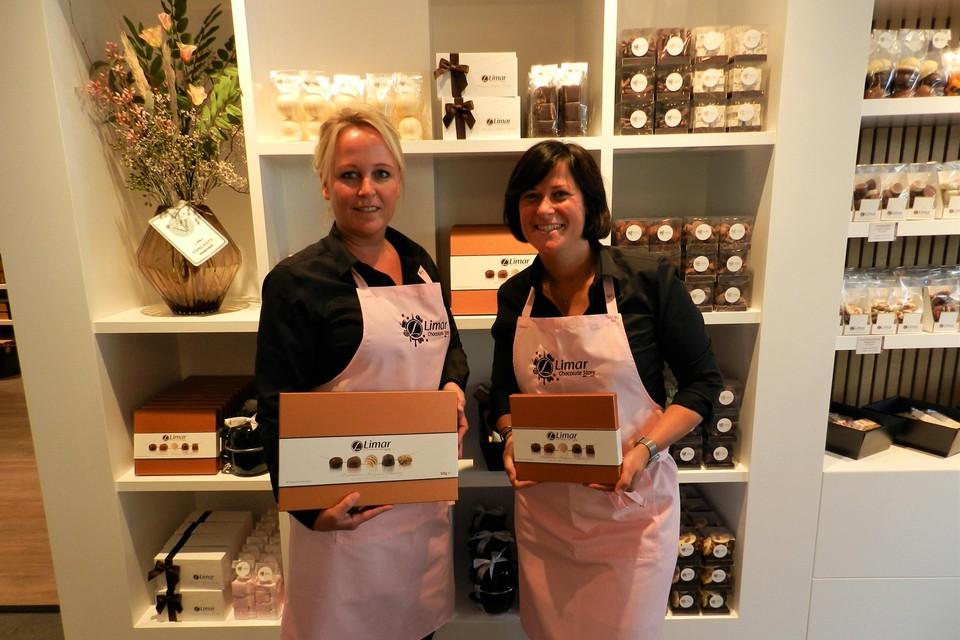 Kim en Evelien verkopen echte Belgische chocolade van Limar.