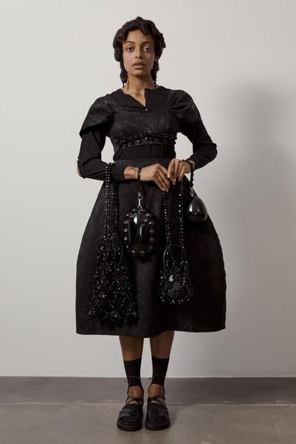 Een jurk uit de couturelijn van Simone Rocha voor komende lente. De ontwerpen voor de modeketen krijgen dezelfde insteek