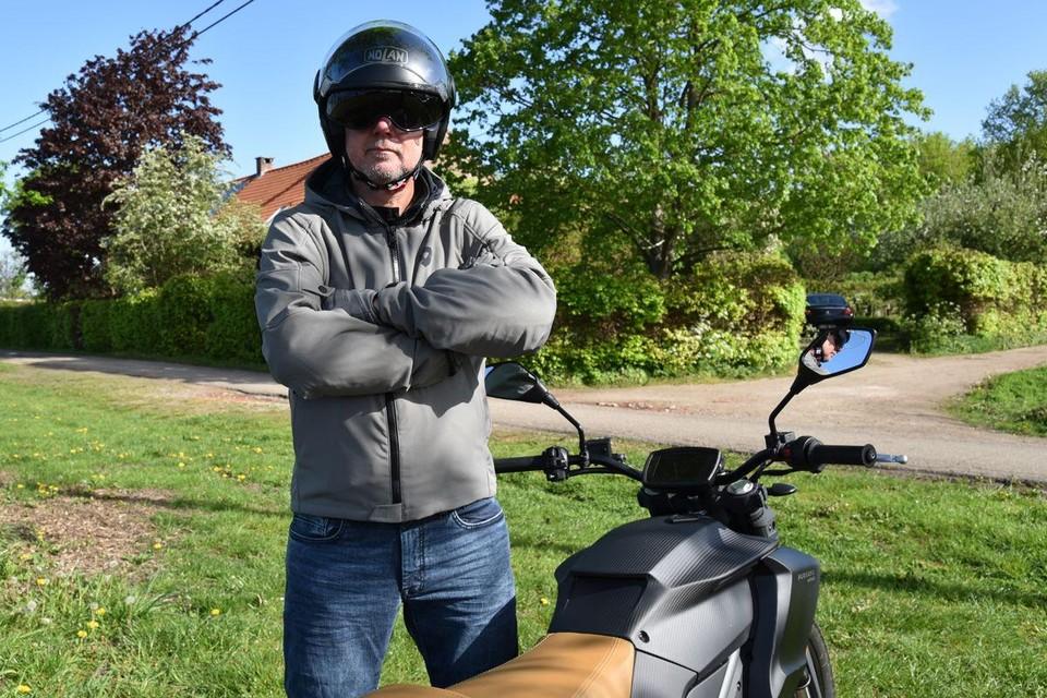 Guy Salens geeft advies als de 'Motorguy'.