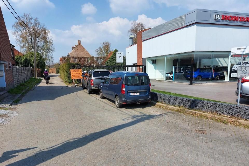 Het Maaikeneveld wordt afgesloten aan de kant van de Mechelsesteenweg.