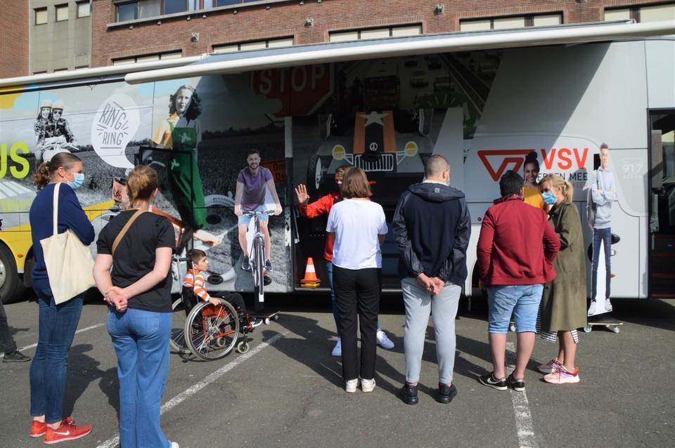 De Mobibus staat op de parking van het Reva in Pulderbos, dat de Vlaamse primeur krijgt.
