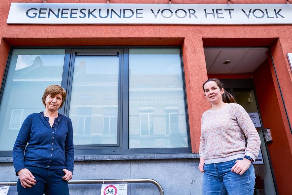 Lieve Seuntjens (), dokter en weduwe van Dirk Van Duppen, en Janneke Ronse, die in 2017 de fakkel van Van Duppen overnam als voorzitter van Geneeskunde voor het Volk.
