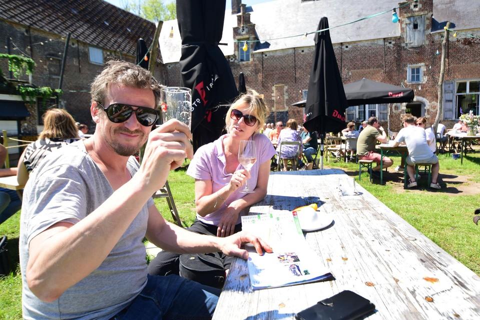 Nik en Vanessa zijn gestrand in Den Herberg van Bartel en Dorien.