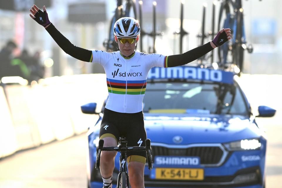 Een superieuze Anna Van der Breggen.