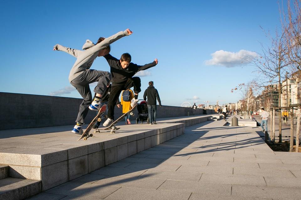 Skaten op het stedelijk plein aan de Scheldekaaien is binnenkort niet meer  mogelijk. IJzeren haken moet dit ontmoedigen omdat er te veel schade is. Er komt wel een nieuw skatepark langs de kaaien.