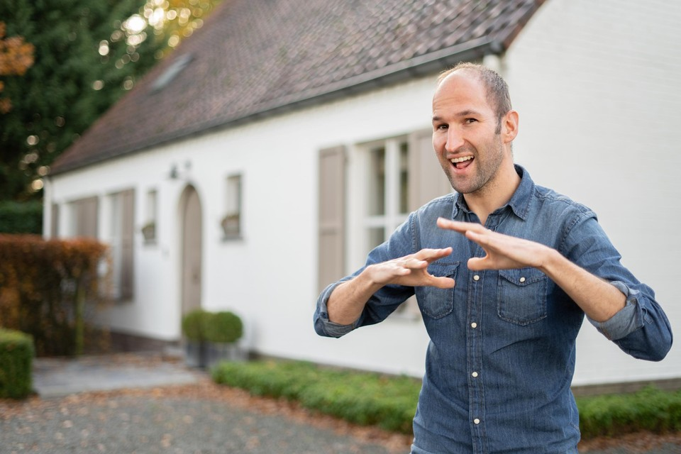 Bart Van Looveren wil gebarentaal bekender maken.