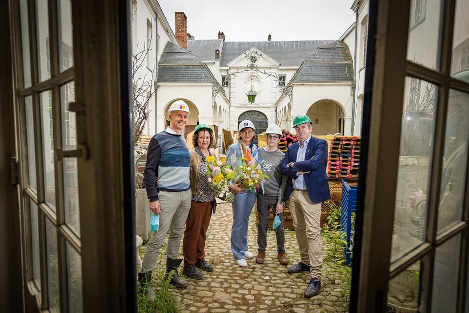 Voor hun zoon Stijn geven Kris Michiels en zijn echtgenote Mia De Wael Cadixx vorm, samen met hun vrienden Karin Reynaers en Peter Nauwelaerts.