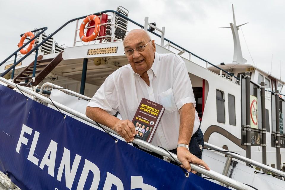 Freddy Michiels stapt mee aan boord van de Flandria en geeft de passagiers Antwerpse les.