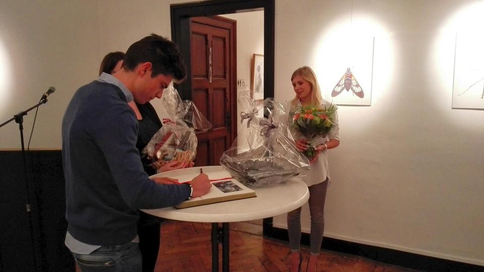 Wout van Aert tekende in 2017 in het bijzijn van zijn vriendin -intussen echtgenote- Sarah De Bie al een keer het gulden boek van de stad Herentals, toen als wereldkampioen veldrijden. In het najaar volgt nog een volksvat.