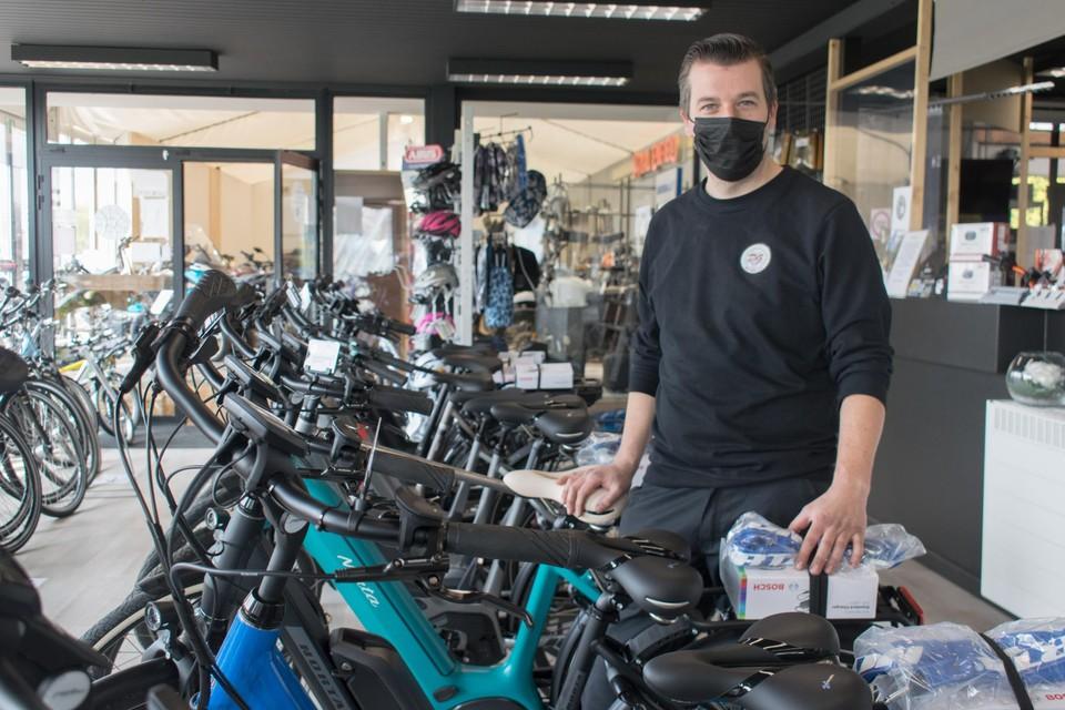 Ken Diercxk van fietsenzaak DG Wheels in Heist-op-den-Berg krijgt geen vergunning om uit te breiden zo lang het AWV niet zeker weet hoe het de N10 ter hoogte van de Schoorstraat wil aanpakken.
