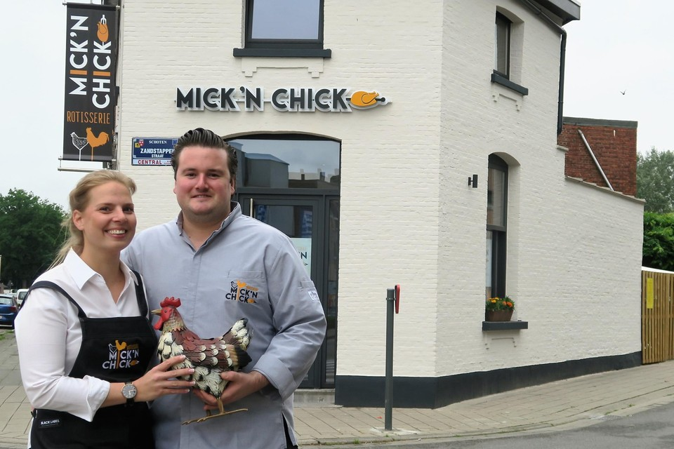 Mick en 'chick' Charlotte zijn er klaar voor. De spitten draaien en binnen ruikt het al heerlijk.