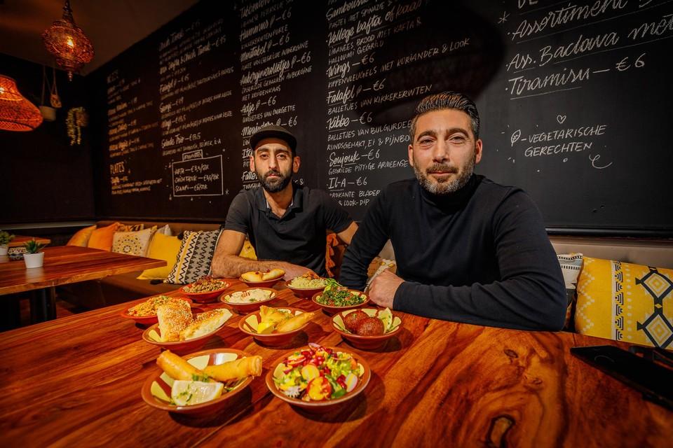 Vanoush Davtyan en Marko Ajamian runnen samen restaurant Arax.