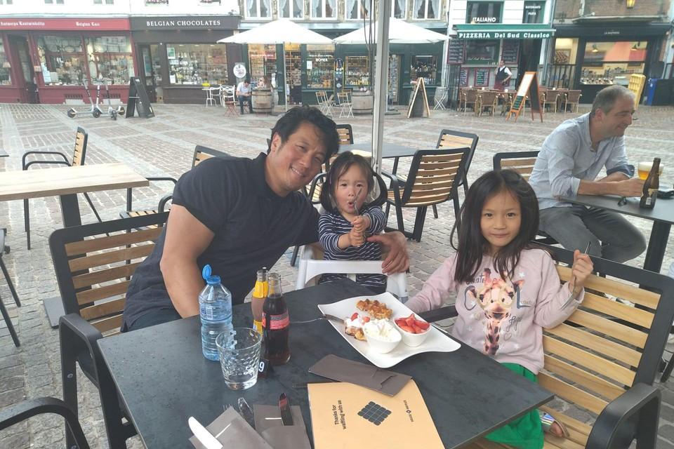 Hin en zijn dochters Olivia en Amelie, kort voor het ongeval.