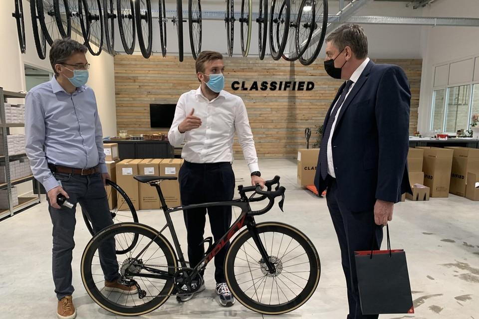 Minister-president Jan Jambon bij Classified Cycling, een van de bedrijven in OMC.