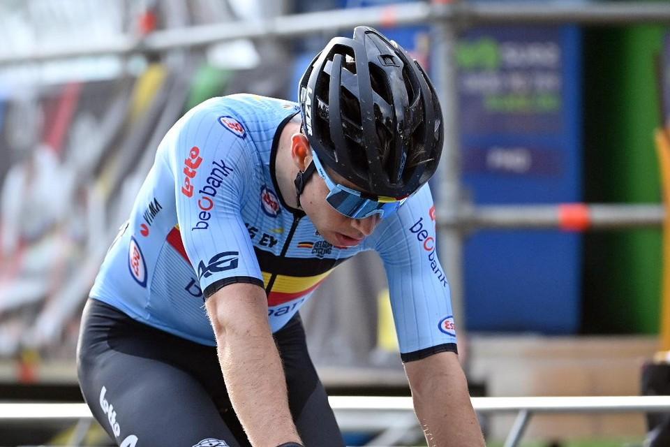 """Wout Van Aert buigt het hoofd. Hij had op het WK """"niet de benen om te winnen""""."""