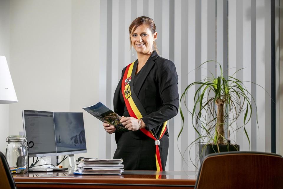 """""""Eerst vermoed je dat de brieven nog onderweg zijn, maar wat later begon het op te vallen dat de klachten alleen uit Bouwel kwamen"""", zegt burgemeester Marianne Verhaert (GiB)."""