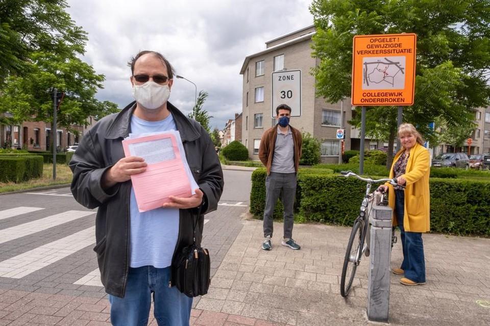 Werner en zijn buren willen doorgang blijven hebben in de Collegewijk.