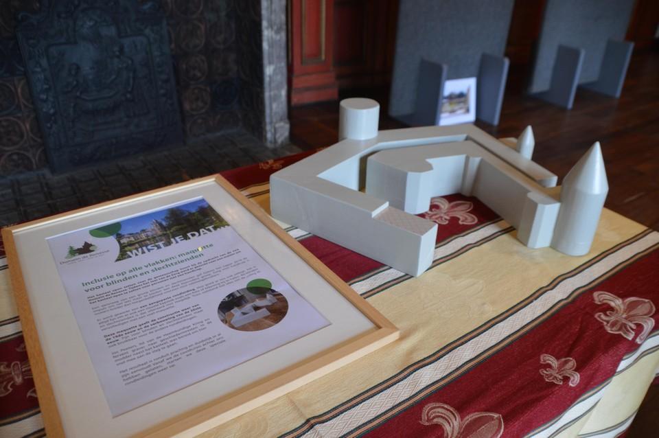 Er is zelfs een maquette van het kasteel en de verbouwingen voor blinden en slechtzienden.