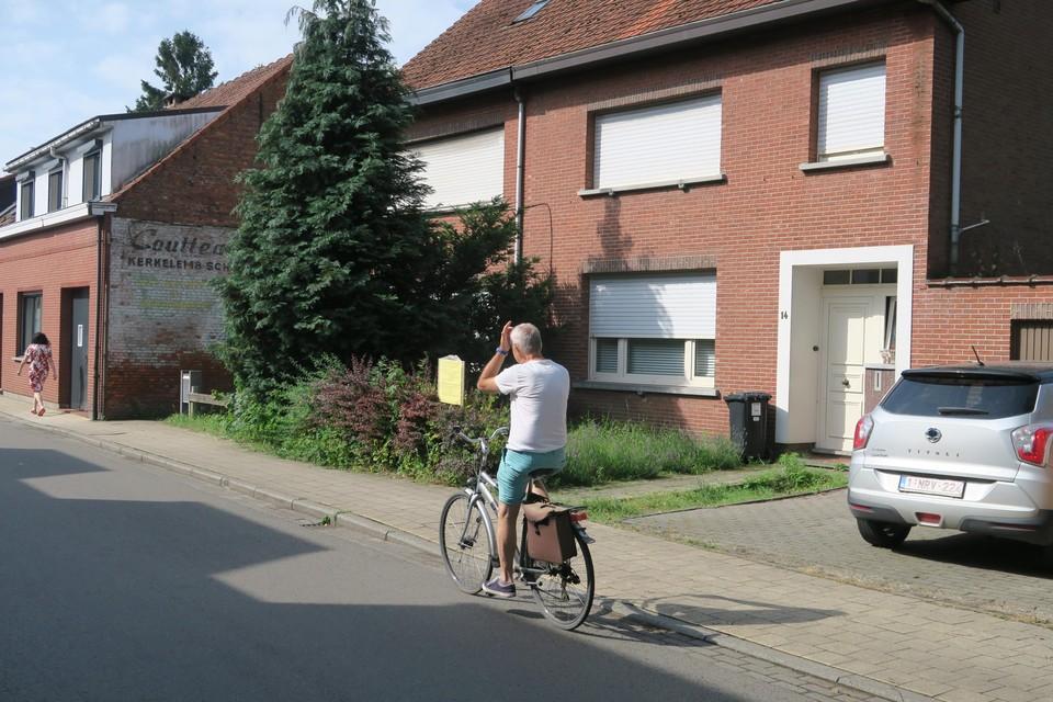 De af te breken woningen aan de Kerkelei. Of ook de oude reclameschildering verdwijnt, is niet bekend.