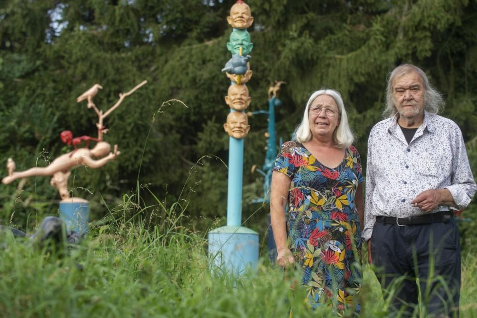 Het koppel Maria Van Grieken en Raymond Minnen stelt tegelijktijdig tentoon in cc 't Getouw in Mol. Hij met moderne kunstwerken, zij met patchwork.