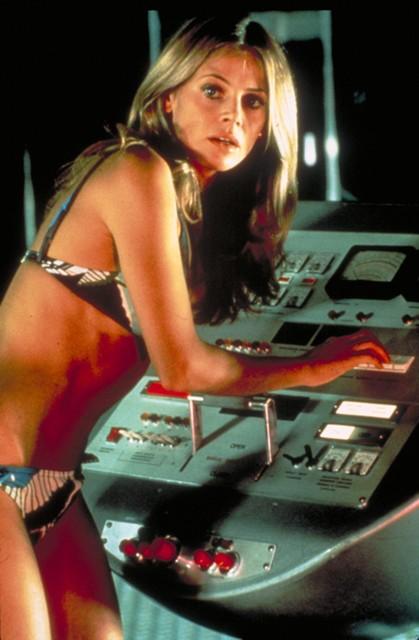 Britt Ekland als Bondgirl in 'The man with the golden gun'.