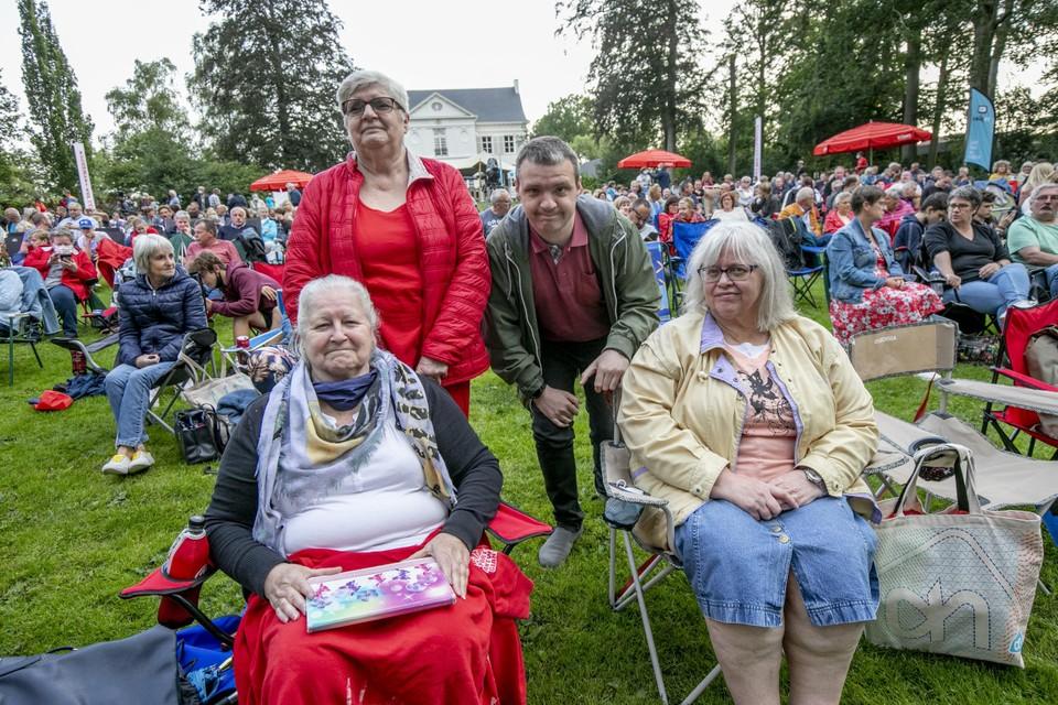 Julienne, Josepha en Yolanda Vangorp en Steve Doppegieter maakten er een familie-uitstap van.