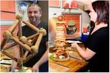 thumbnail: Na negen jaar stoppen uitbaters Annelies Sterckx en Marc Peeters met hun bekende hamburger- en broodjeszaak langs de Olmensebaan