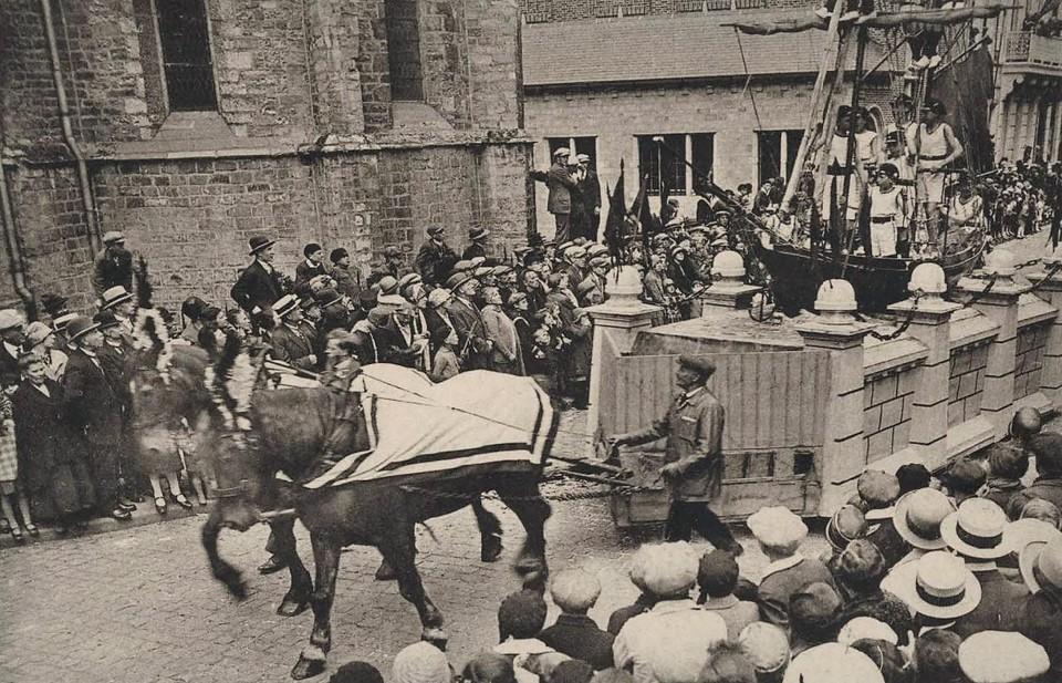 't Schip van 's Lands Welwaren tijdens de Pallieterstoet in 1928.