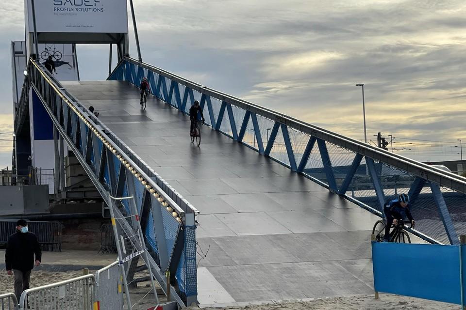 Afgelopen woensdag mochten enkele jonge renners de imposante brug die de renners van Wellington naar strand moeten brengen al een uittesten. Als het WK niet doorgaat, zullen ze de enigen geweest zijn