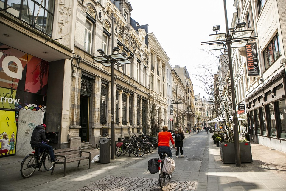 Veel passage in de Jezusstraat, maar niet veel leven en ook toenemende leegstand. Dat moet veranderen met de komst van de KdG-campus.