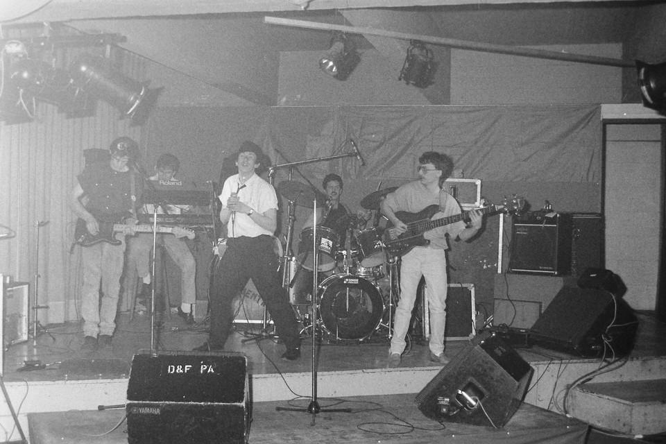 La Cuenta met Jos Marinus (links) en drummer Rob Mariën tijdens de beginperiode in 1987.