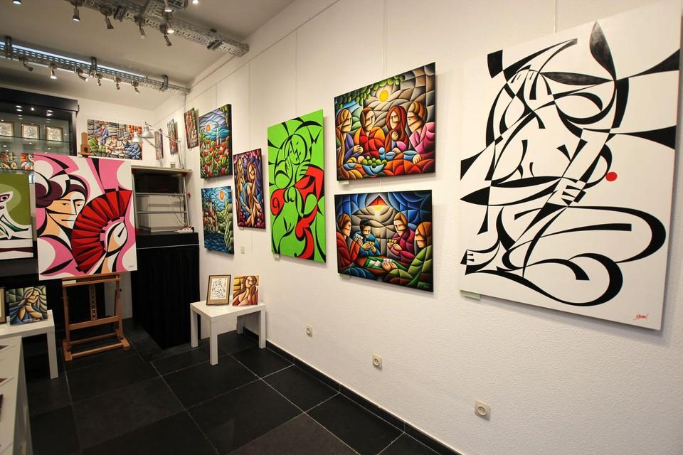 De galerij met de werkhoek van Iban.