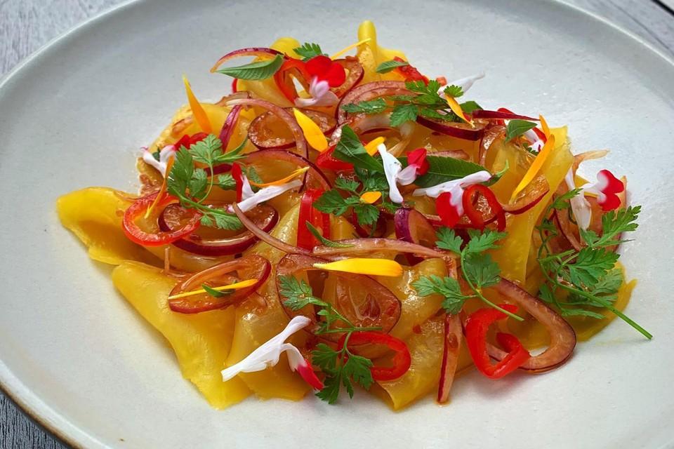 Gele bieten gegaard in zoutkorst en op smaak gebracht met citroen en chili. Een referentie-sidedish voor wat Julien te bieden zal hebben.