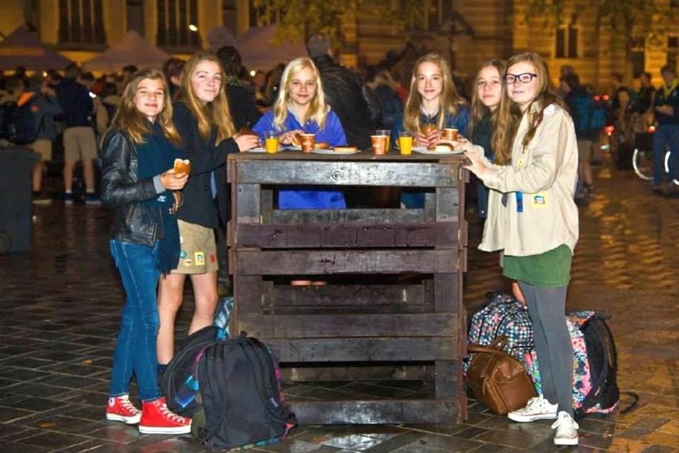 Dit jaar kunnen de leden van de jeugdbewegingen niet terecht op de Markt voor een ontbijt, wel in hun eigen jeugdhonk.