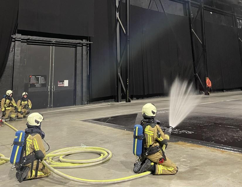 Oefenen op een brand in een gesloten ruimte.