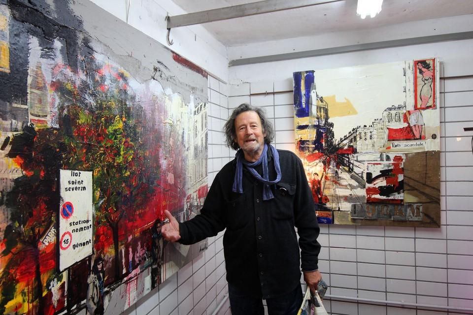 Kunstenaar Frank in zijn oude slachterij.