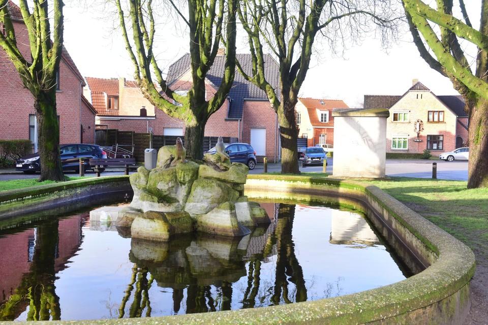 Het Volksplein met fontein in de tuinwijk anno 2021.