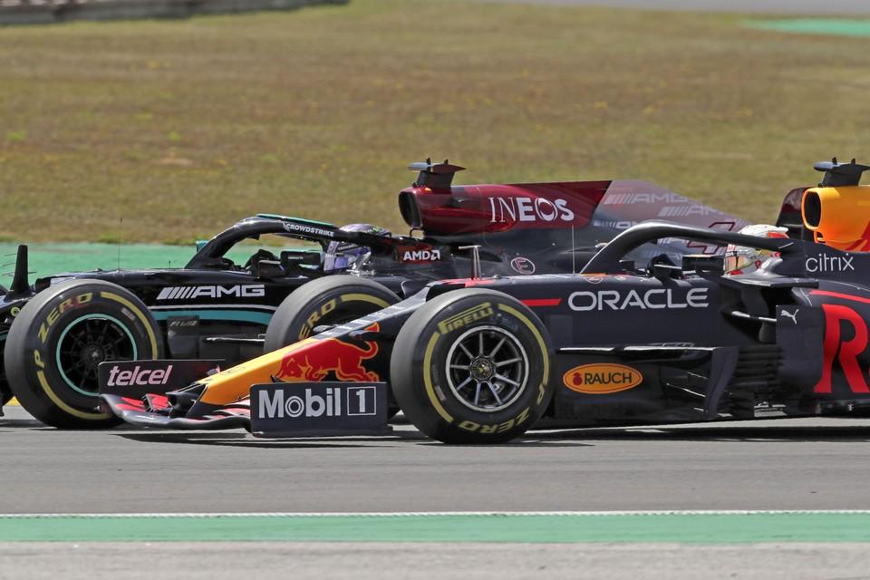 Verstappen probeert Hamilton in te halen. Inzet: Verstappen meteen na de race.