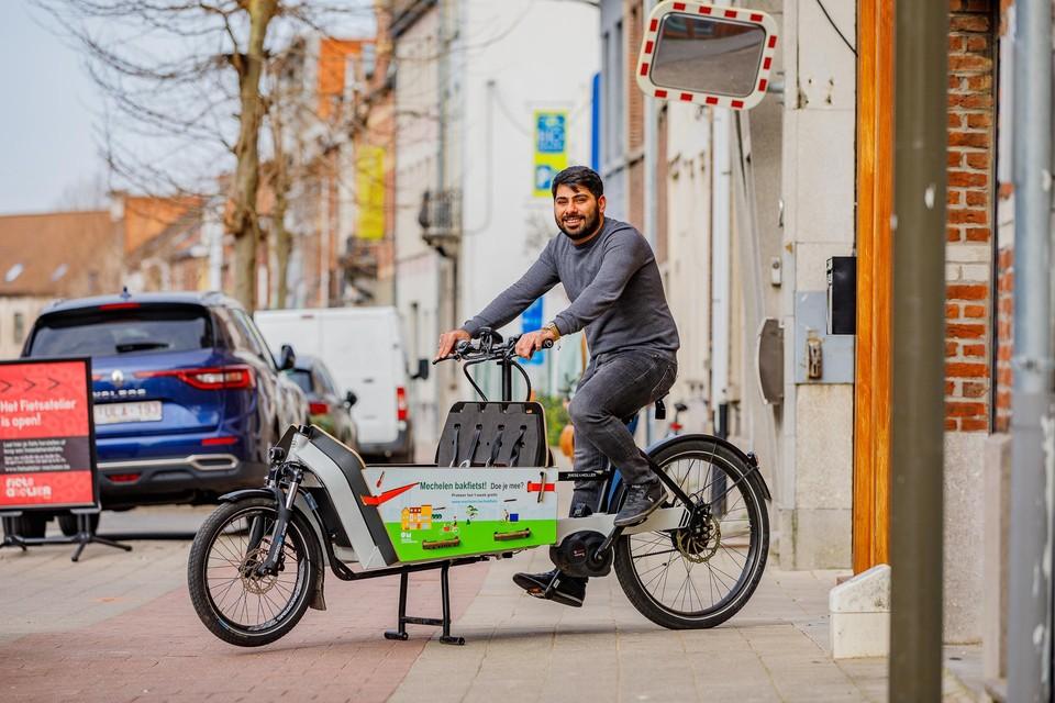 Een bakfiets uitlenen, kan telkens van woensdag tot maandag. Voor de ophaling en het onderhoud werkt de stad samen met 't Fietsatelier.