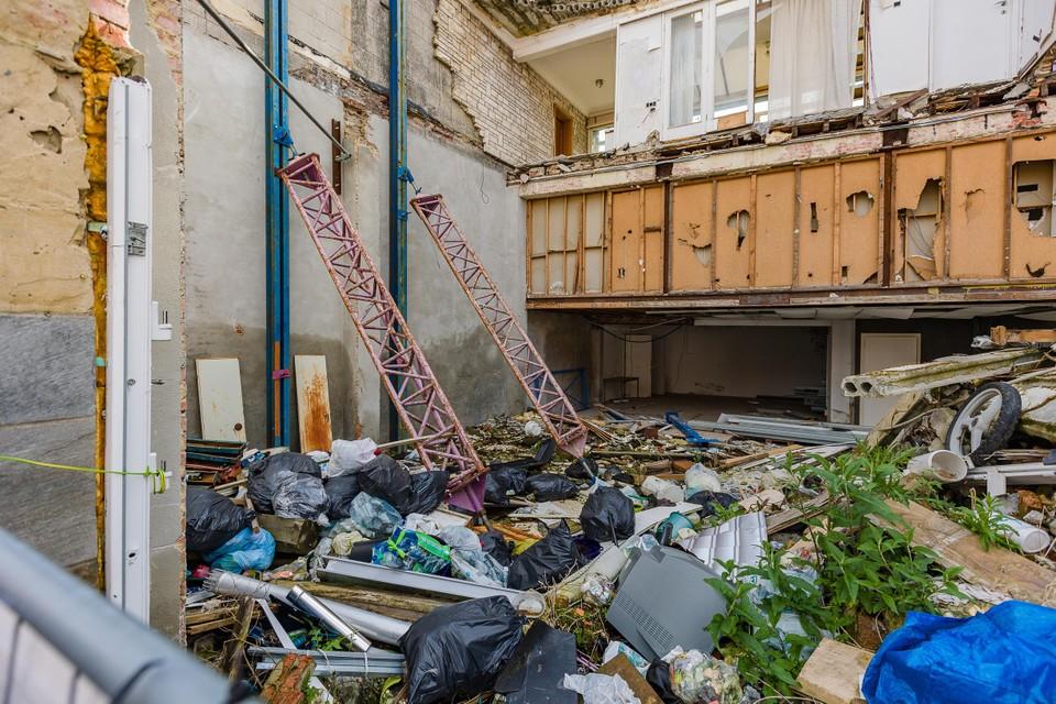 Sluikstorters droppen ongegeneerd hun vuilniszakken op de site.
