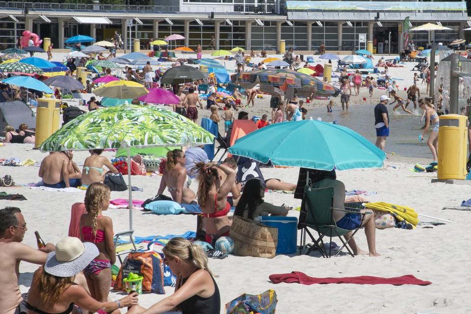 Gezellige drukte op het strand.