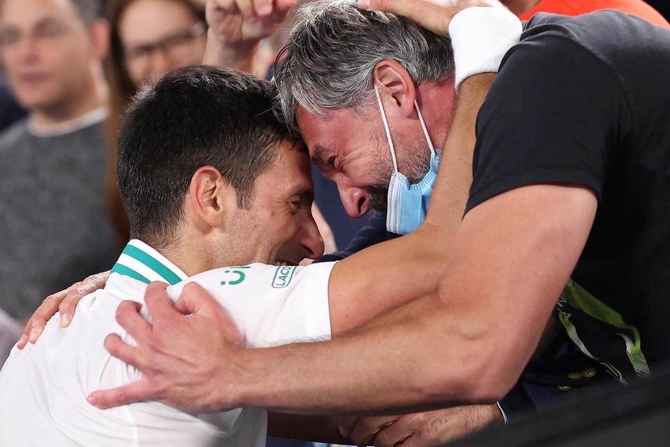 Coach Goran Ivanisevic deelt in de vreugde.