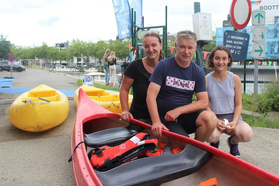 Nancy Verreth, Marc Van Buggenhout en hun dochter Liesl namen deel aan de opruimactie.