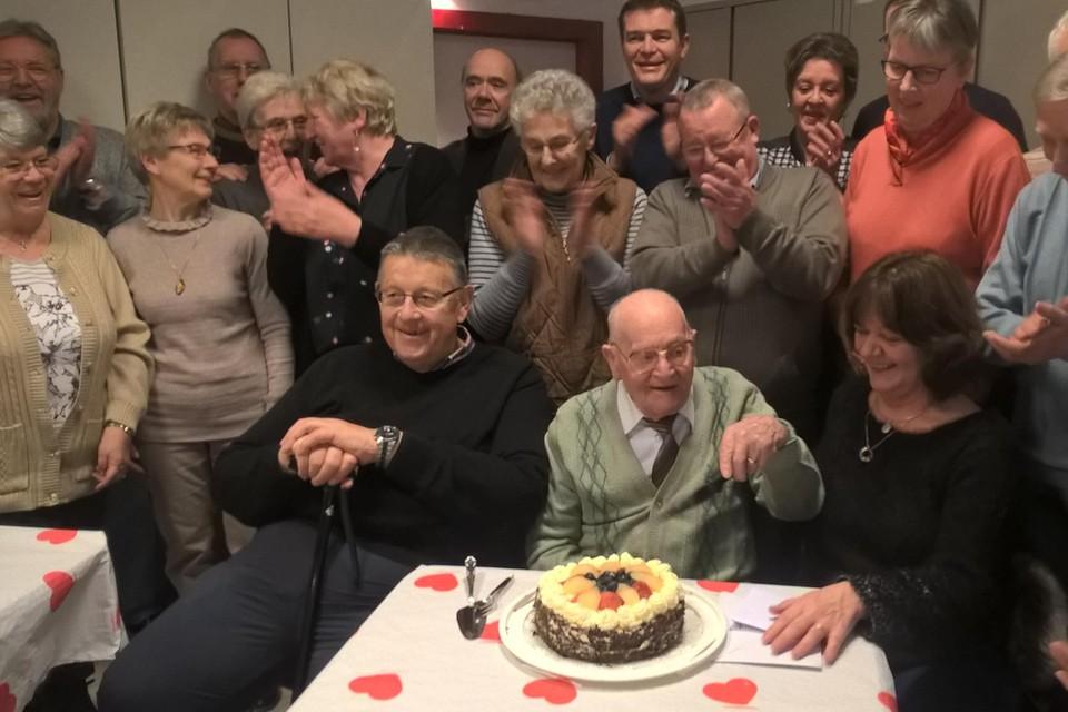 Adolf Hautman werd op z'n 99ste verjaardag in februari 2018 nog gevierd door Heemkring Het Goor die hij mee heeft opgericht en waarvan hij jarenlang de financiën nauw in het oog hield.