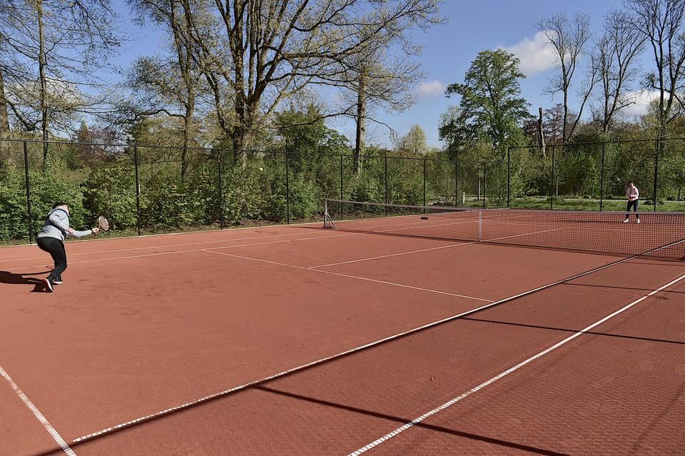 De nieuwe tennisvelden.